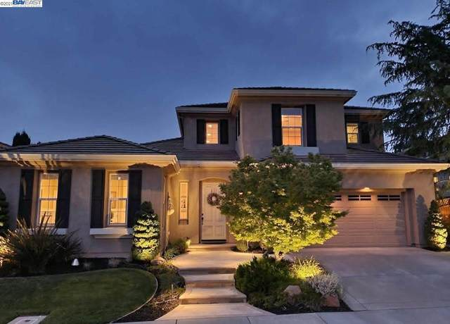 5028 Round Hill Dr, Dublin, CA 94568 (#BE40949902) :: Paymon Real Estate Group