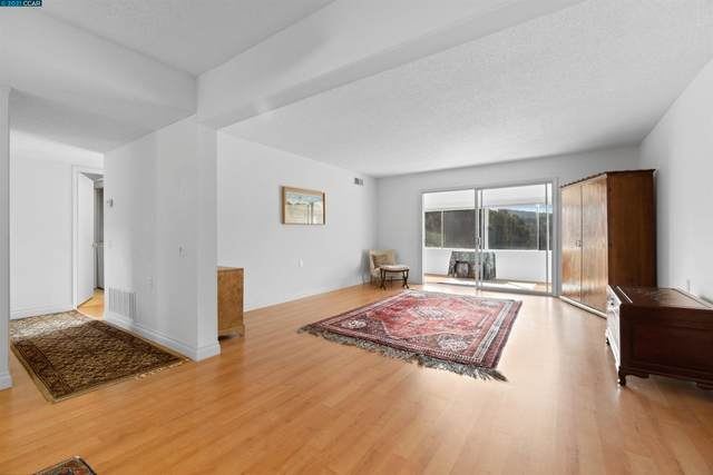 2549 Golden Rain Rd 1, Walnut Creek, CA 94595 (#CC40971682) :: The Sean Cooper Real Estate Group