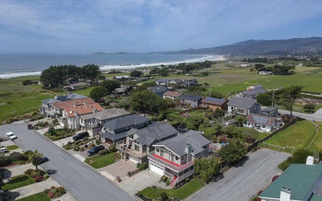 173 Miramontes Ave, Half Moon Bay, CA 94019 (#ML81700440) :: The Kulda Real Estate Group