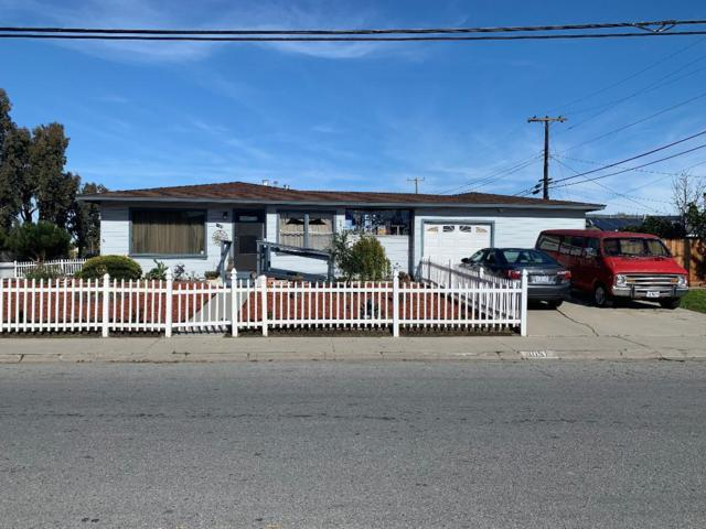 1051 Fairview Ave, Salinas, CA 93905 (#ML81736270) :: Strock Real Estate