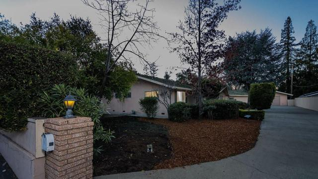 1226 Edgewood Rd, Redwood City, CA 94062 (#ML81740865) :: The Gilmartin Group