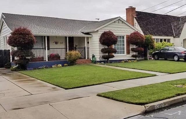 215 Pine St, Salinas, CA 93901 (#ML81753643) :: The Gilmartin Group