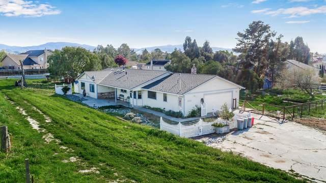 1613 Hillcrest Rd, Hollister, CA 95024 (#ML81788321) :: Real Estate Experts