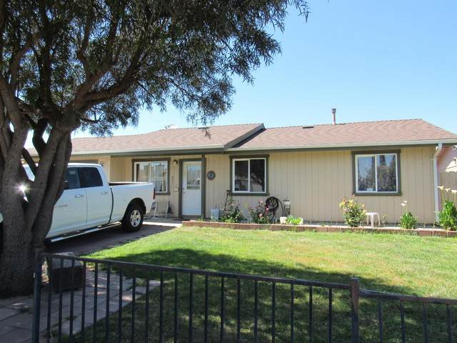 1082 Pinnacles Ave, Greenfield, CA 93927 (#ML81790528) :: Strock Real Estate