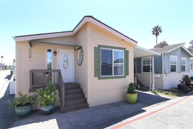 925 38 AVE 31, Santa Cruz, CA 95062 (#ML81794138) :: Schneider Estates