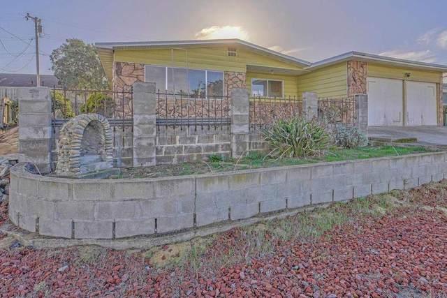 218 Cosky Dr, Marina, CA 93933 (#ML81823586) :: Schneider Estates