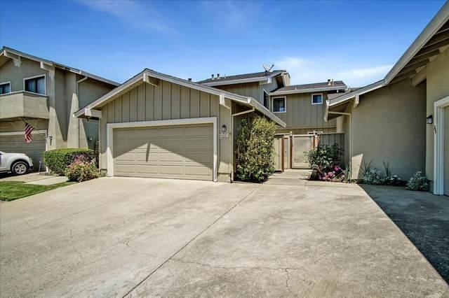 330 Donnas Ln, Hollister, CA 95023 (#ML81842631) :: Schneider Estates
