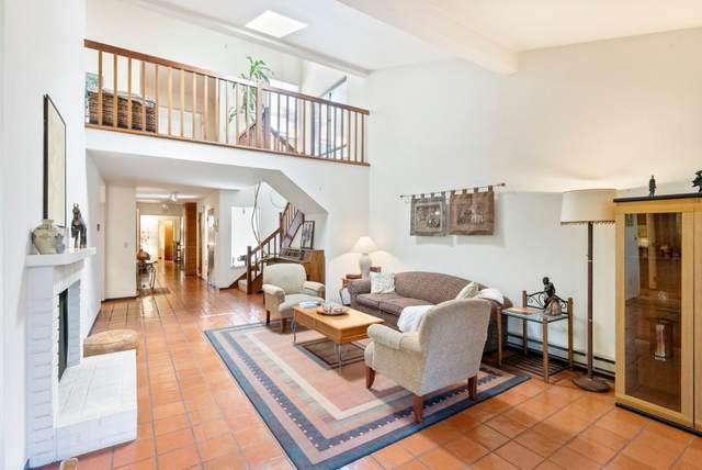 2040 W Middlefield Rd 24, Mountain View, CA 94043 (#ML81844893) :: Schneider Estates