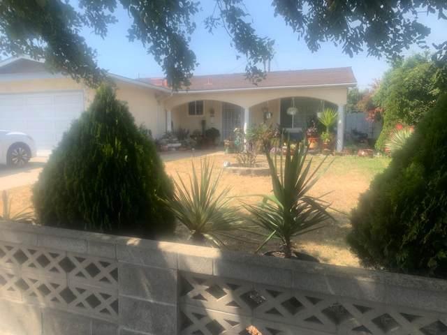 383 Mendocino Dr, Salinas, CA 93906 (#ML81849634) :: Schneider Estates