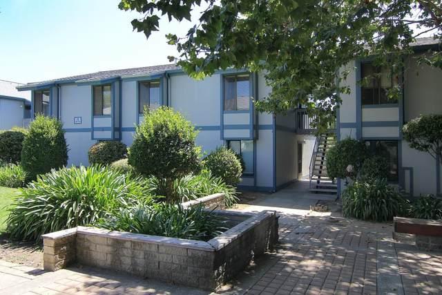1925 46th Ave 108, Capitola, CA 95010 (#ML81860672) :: Schneider Estates