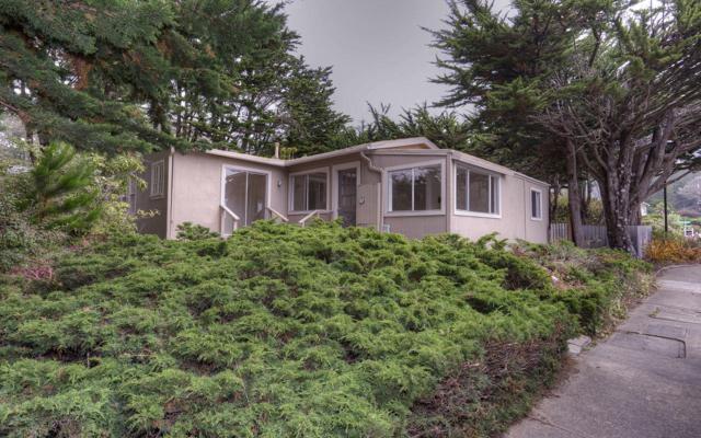 555 Santiago St, El Granada, CA 94019 (#ML81674730) :: The Kulda Real Estate Group