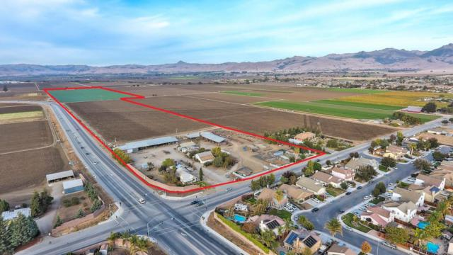 632 Santa Ana Rd, Hollister, CA 95023 (#ML81730251) :: The Kulda Real Estate Group