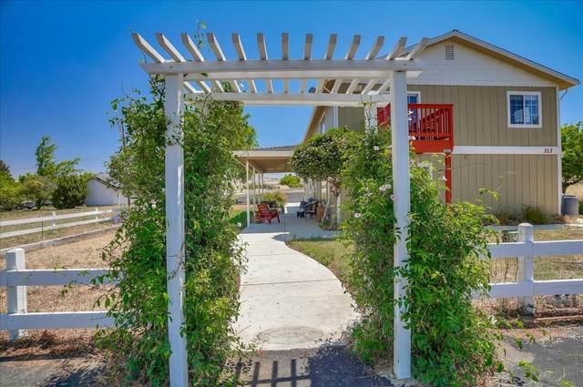 313 Mansfield Rd, Hollister, CA 95023 (#ML81795492) :: Strock Real Estate
