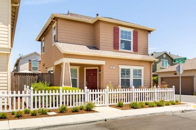 12811 Rogge Village Loop, Salinas, CA 93906 (#ML81852349) :: The Gilmartin Group