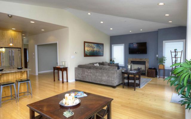 738 El Granada Blvd, El Granada, CA 94018 (#ML81675528) :: The Kulda Real Estate Group