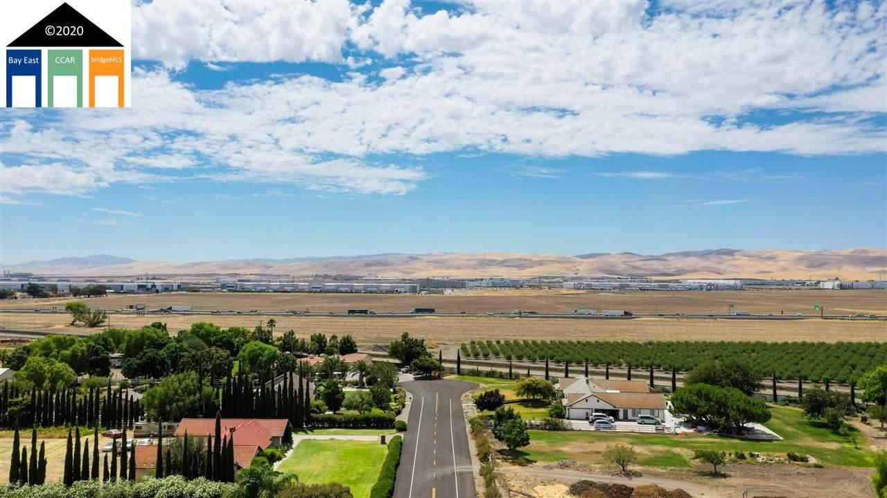 23388 Los Ranchos - Photo 1