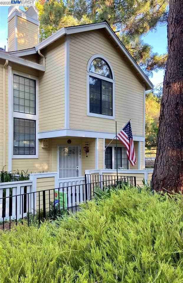 201 Devonwood, Hercules, CA 94547 (#BE40926141) :: The Goss Real Estate Group, Keller Williams Bay Area Estates