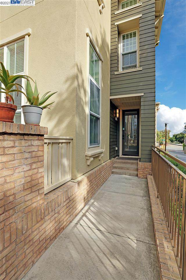 102 Silk Oak Cmn, Fremont, CA 94536 (#BE40949978) :: The Goss Real Estate Group, Keller Williams Bay Area Estates