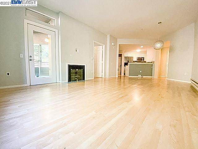 320 Caldecott Ln 121, Oakland, CA 94618 (#BE40966111) :: Intero Real Estate