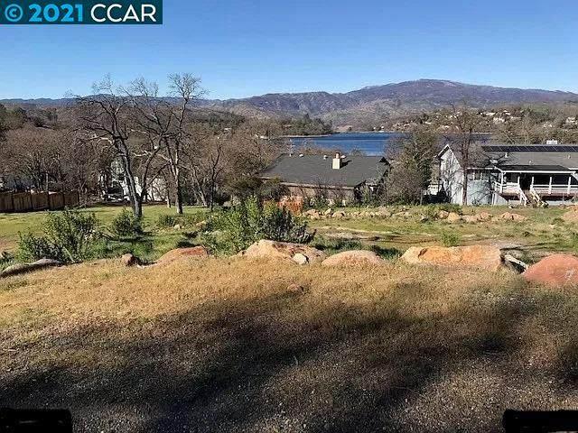17247 Meadow View Dr, Lake County, CA 95467 (#CC40968325) :: Olga Golovko