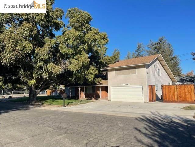 27056 Maurland Ln, Tracy, CA 95304 (#EB40971332) :: The Kulda Real Estate Group