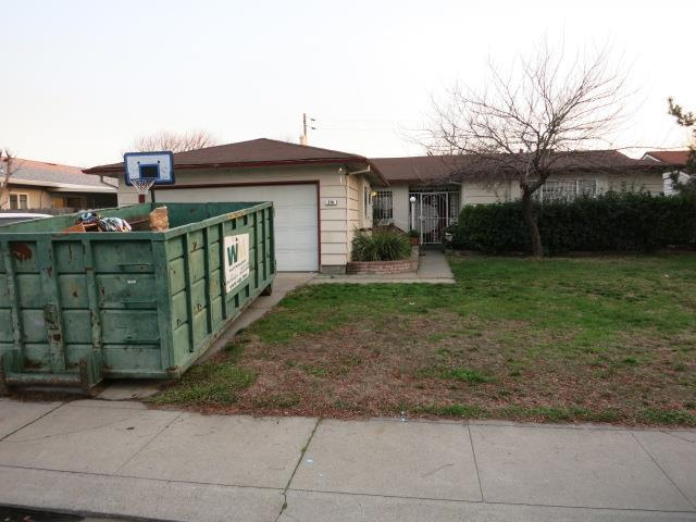 216 Erma Ave, Stockton, CA 95207 (#ML81700036) :: The Dale Warfel Real Estate Network