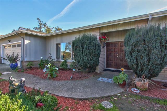 15310 Oak Hills Dr, Salinas, CA 93907 (#ML81727017) :: The Kulda Real Estate Group
