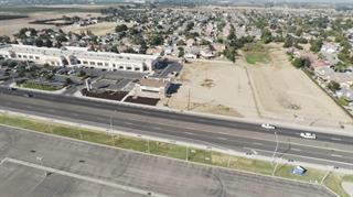 1245 W El Monte Way, Dinuba, CA 93618 (#ML81734469) :: Strock Real Estate