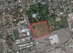 2424 S El Dorado St, Stockton, CA 95204 (#ML81735381) :: The Gilmartin Group