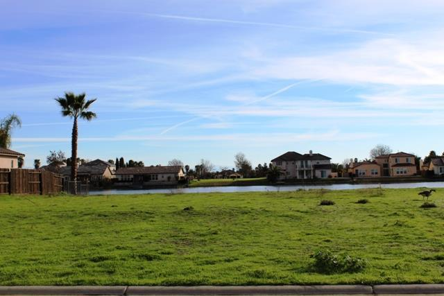 8215 Lake Shore Dr, Chowchilla, CA 93610 (#ML81738117) :: The Warfel Gardin Group
