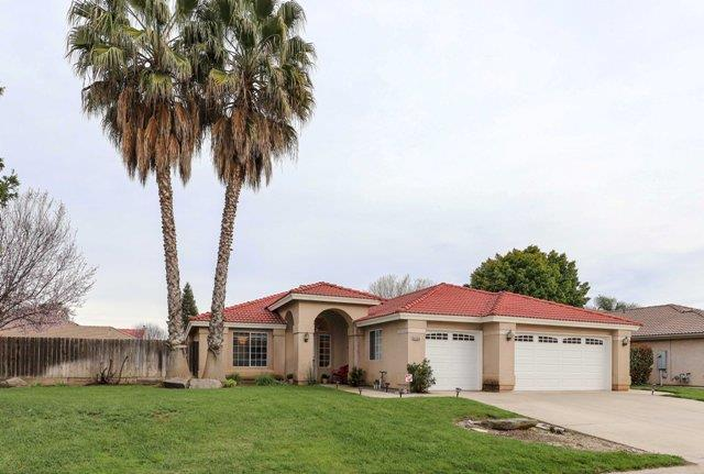 4305 Blackhawk St, Chowchilla, CA 93610 (#ML81742814) :: The Warfel Gardin Group