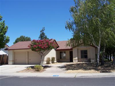 1132 May Ave, Manteca, CA 95336 (#ML81753139) :: Intero Real Estate