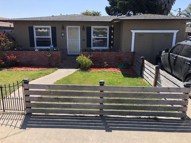 65 Clark St, Salinas, CA 93901 (#ML81762592) :: Strock Real Estate