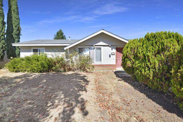 1255 Swaner Dr, Gilroy, CA 95020 (#ML81772435) :: The Sean Cooper Real Estate Group