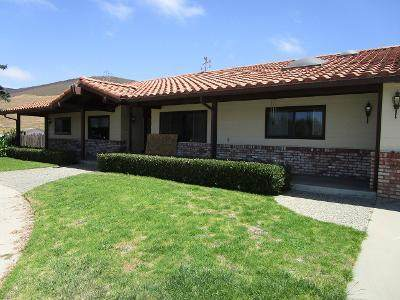 1085 Old Stage Rd, Salinas, CA 93908 (#ML81799155) :: The Gilmartin Group