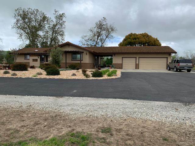 6915 San Felipe Rd, Hollister, CA 95023 (#ML81819217) :: Schneider Estates