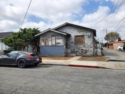207 E San Luis St, Salinas, CA 93901 (#ML81839239) :: Schneider Estates