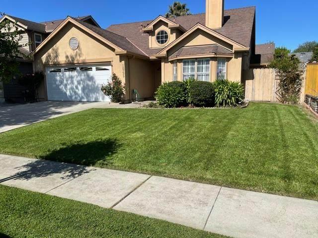 1645 Newport Ct, Salinas, CA 93906 (#ML81842978) :: Alex Brant