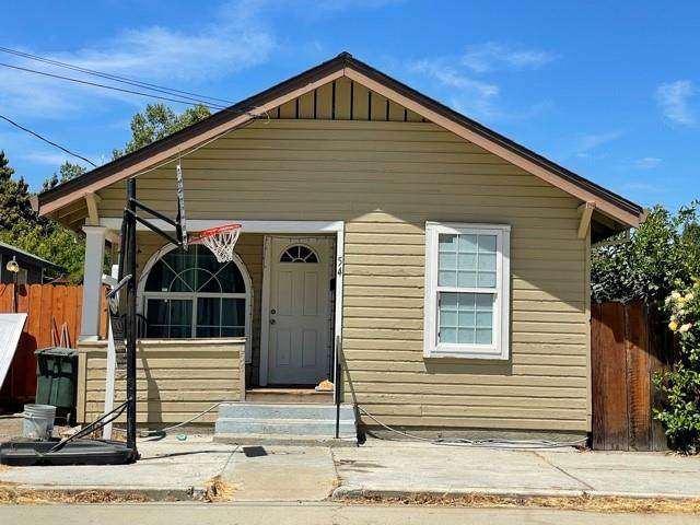 54 Hazel St, Hollister, CA 95023 (#ML81843645) :: Schneider Estates