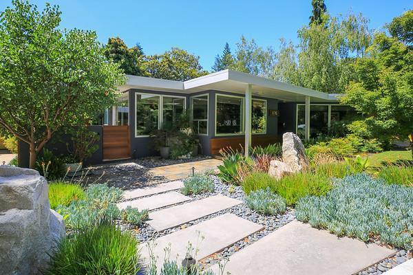 1176 Palo Alto Ave, Palo Alto, CA 94301 (#ML81672582) :: Carrington Real Estate Services
