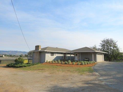 300 Old Adobe Rd, Watsonville, CA 95076 (#ML81686876) :: Carrington Real Estate Services