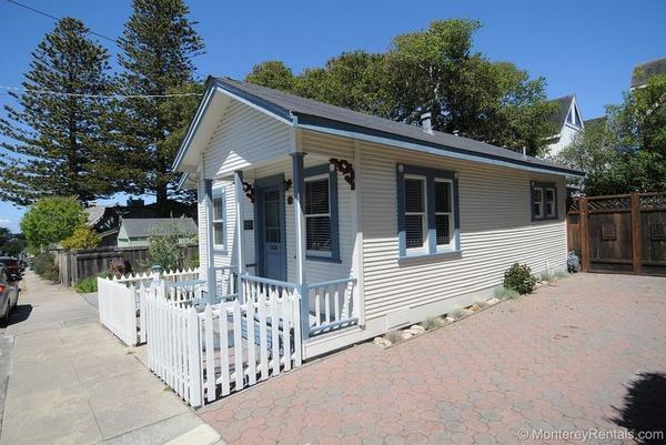 125 16th St, Pacific Grove, CA 93950 (#ML81692133) :: Astute Realty Inc