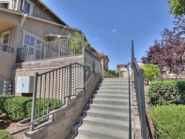1591 Chandler St 118, Oakland, CA 94603 (#ML81696132) :: Intero Real Estate