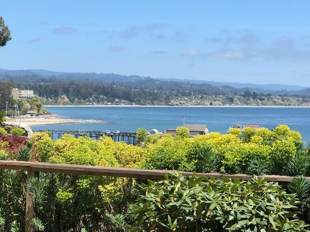 4820 Opal Cliff Dr 102, Capitola, CA 95010 (#ML81705540) :: Keller Williams - The Rose Group
