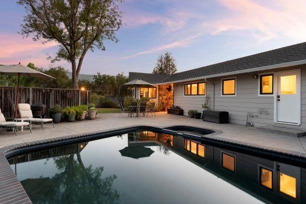 14231 Hilltop Way, Saratoga, CA 95070 (#ML81842644) :: Real Estate Experts