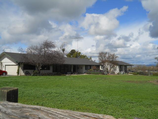 530 Morada Ln, Hollister, CA 95023 (#ML81696348) :: The Dale Warfel Real Estate Network