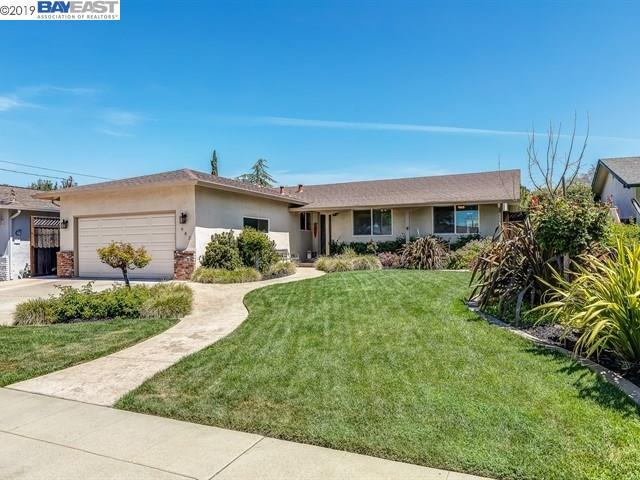 982 Essex St, Livermore, CA 94550 (#BE40861691) :: The Realty Society