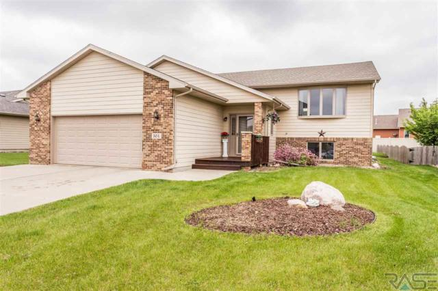 504 Rosewood Dr, Harrisburg, SD 57032 (MLS #21802943) :: Tyler Goff Group