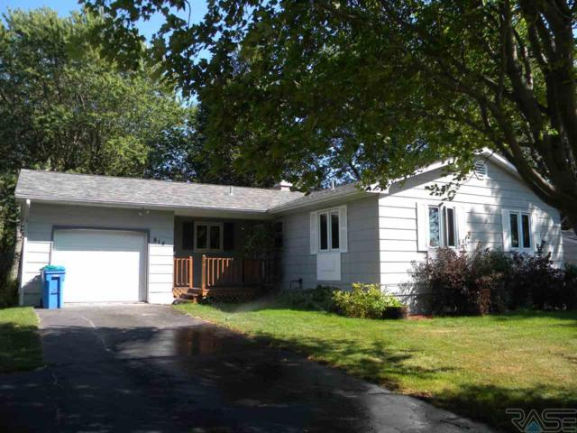 814 N Roosevelt Ave, Madison, SD 57042 (MLS #21805810) :: Tyler Goff Group