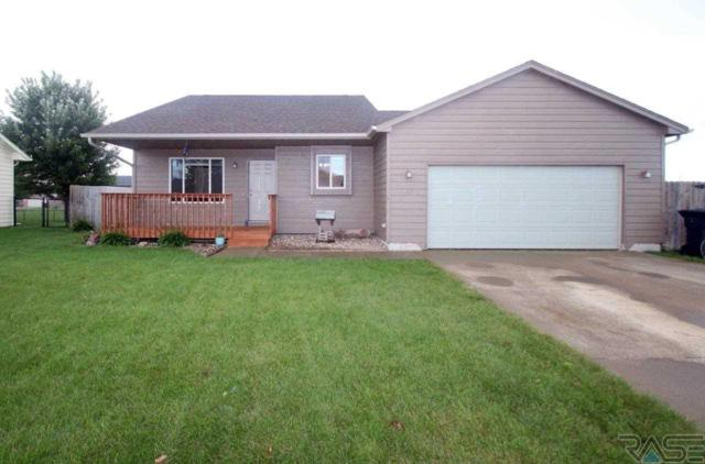 807 Perry Ln, Harrisburg, SD 57032 (MLS #21805985) :: Tyler Goff Group